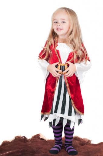 https://cf.ltkcdn.net/costumes/images/slide/165808-565x850-toddler-pirate.jpg