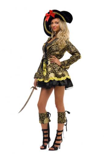 https://cf.ltkcdn.net/costumes/images/slide/165810-566x848-woman-pirate-2.jpg
