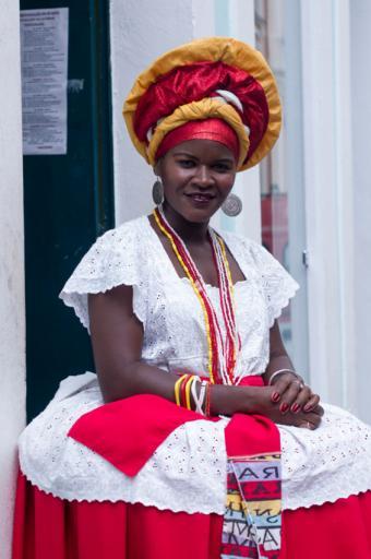 https://cf.ltkcdn.net/costumes/images/slide/167328-565x850-Salvador-Brazil-Woman-Bahia-region.jpg