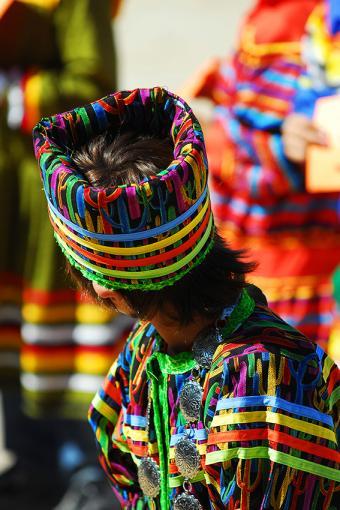 https://cf.ltkcdn.net/costumes/images/slide/167332-567x850-Seminole-child-in-fancy-dress.jpg