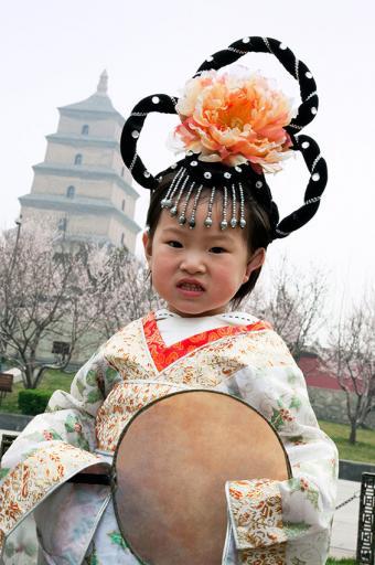 https://cf.ltkcdn.net/costumes/images/slide/167346-565x850-Chinese-girl.jpg