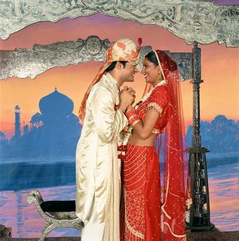 https://cf.ltkcdn.net/costumes/images/slide/167348-845x850-India-bride-and-groom.jpg