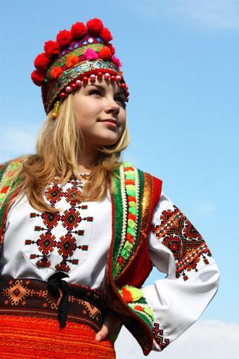 https://cf.ltkcdn.net/costumes/images/slide/171407-567x850-Girl-Ukraine-Costume.jpg