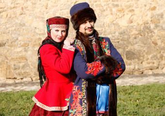 https://cf.ltkcdn.net/costumes/images/slide/171409-850x595-Russian-National-Costumes.jpg