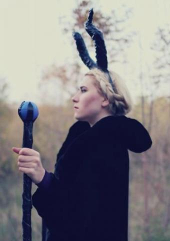 DIY Maleficent costume at mademoiselleruta.com