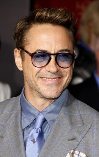 https://cf.ltkcdn.net/costumes/images/slide/186978-538x850-robert-downey-jr-wearing-tinted-glasses.jpg