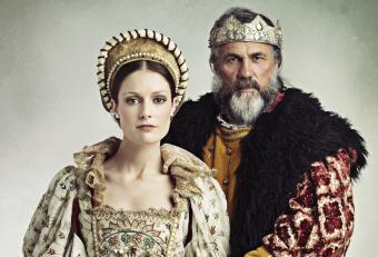 Couple in Elizabethan costume
