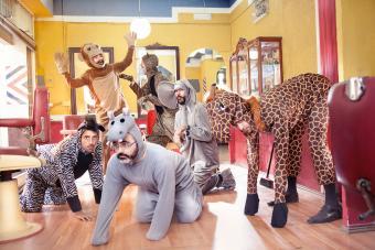 https://cf.ltkcdn.net/costumes/images/slide/247435-850x567-zoo-animal-costumes.jpg