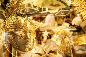https://cf.ltkcdn.net/costumes/images/slide/247759-850x567-gold-masquerade-masks.jpg