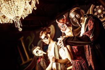 https://cf.ltkcdn.net/costumes/images/slide/247766-850x567-people-wearing-masquerade-masks.jpg