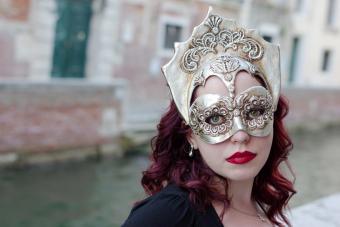 https://cf.ltkcdn.net/costumes/images/slide/247768-850x566-decorative-royal-mask.jpg