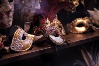 https://cf.ltkcdn.net/costumes/images/slide/247771-850x567-masquerade-masks.jpg