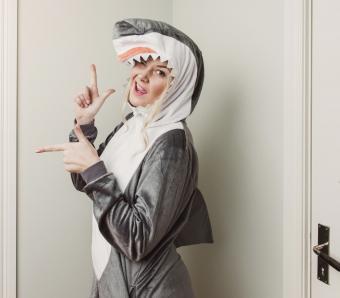 https://cf.ltkcdn.net/costumes/images/slide/249966-850x744-19-adult-costume-ideas.jpg