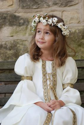 girl in medieval costume  sc 1 st  Costumes - LoveToKnow & Colonial and Medieval Costumes for Kids