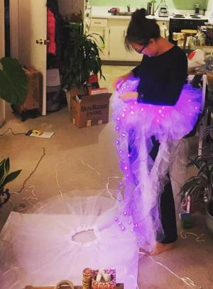 IG user April He attaching lights to tutu