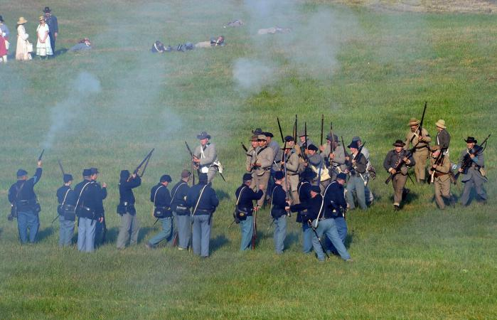 soldiers in Civil War reenactment