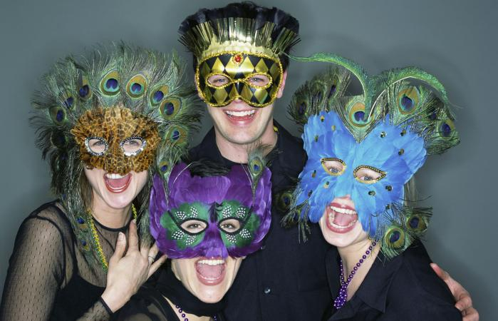 People with Mardi Gras masks
