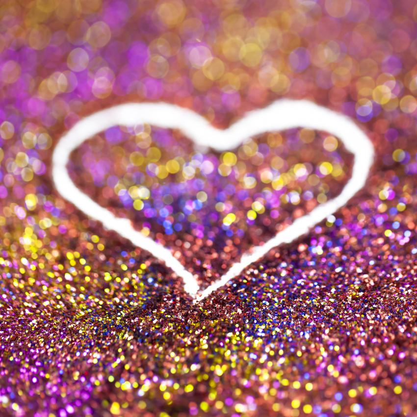 https://cf.ltkcdn.net/crafts/images/slide/249672-850x850-glitter-heart.jpg