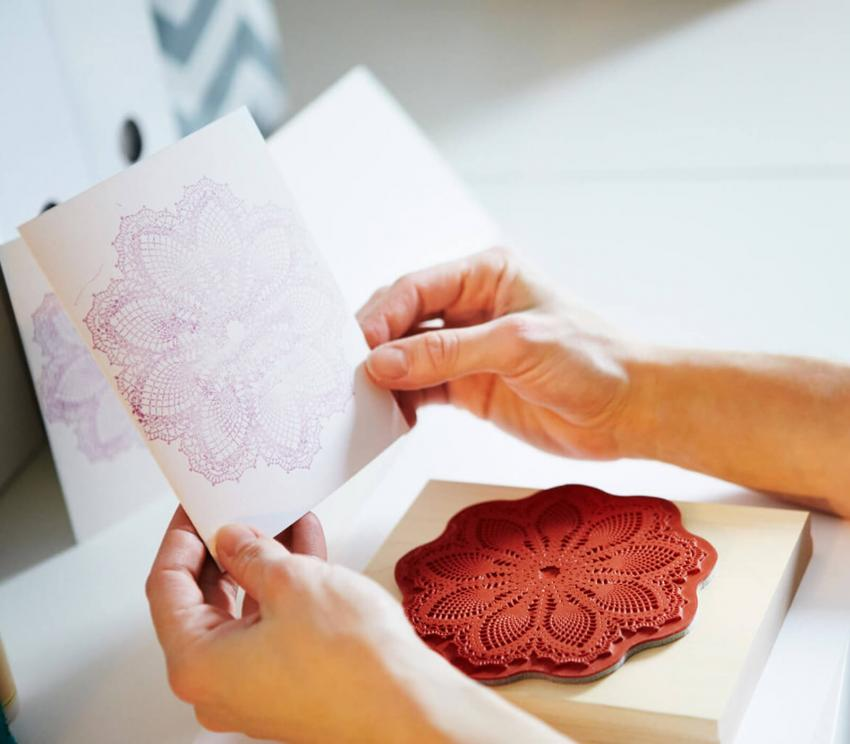 https://cf.ltkcdn.net/crafts/images/slide/250128-850x744-3-creative-diy-note-card-ideas.jpg