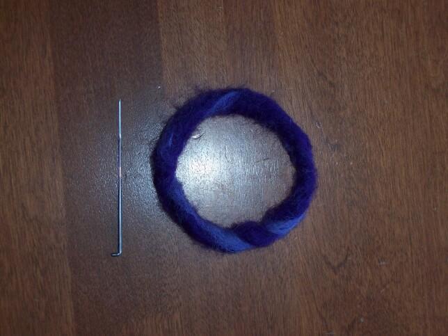 https://cf.ltkcdn.net/crafts/images/slide/89663-644x483-bracelet_done.jpg