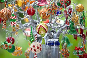 Instructions for Beading Christmas Ornament