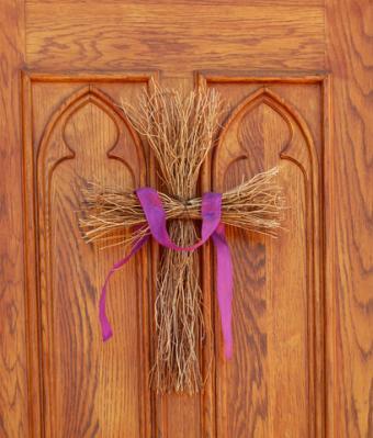 Twig door cross
