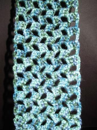 cat's eye checkered crochet scarf