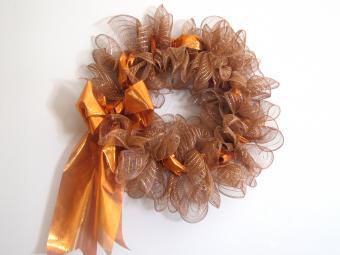 Decorative mesh wreath