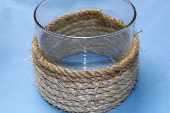 Wind the rope around the holder.