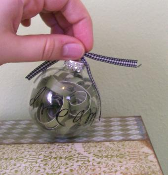 Rolled Paper Christmas Ornament Tutorial