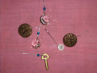 https://cf.ltkcdn.net/crafts/images/slide/89688-850x638-bracelet_3.jpg