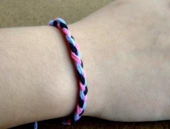 How to Make Easy Friendship Bracelets for Beginners