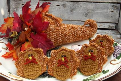 crocheted turkey and cornucopia