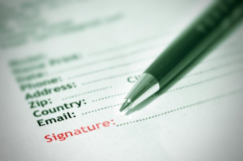 https://cf.ltkcdn.net/creditcards/images/slide/179204-849x565-loan-paperwork.jpg