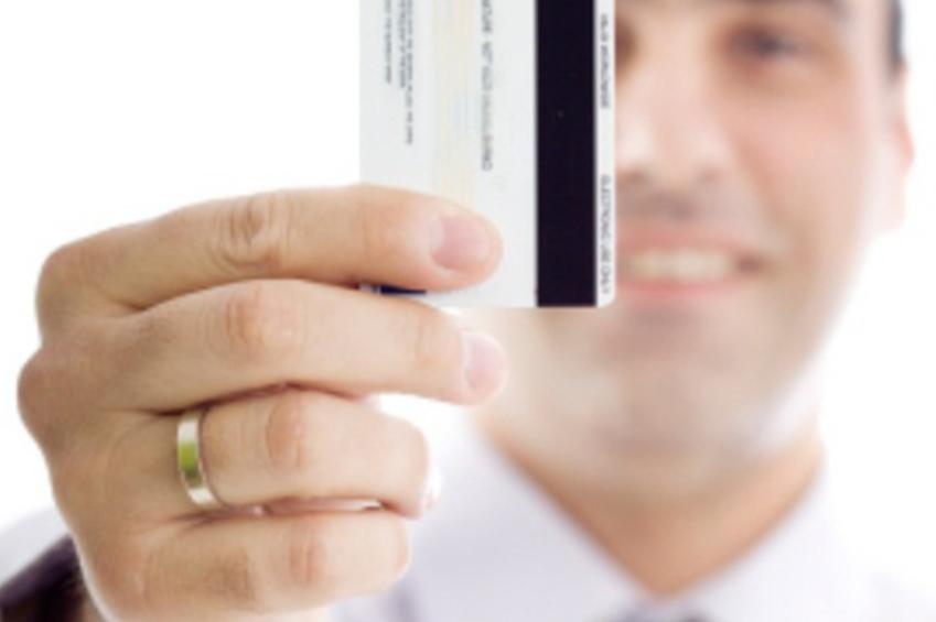 https://cf.ltkcdn.net/creditcards/images/slide/179205-849x565-man-with-credit-card.jpg