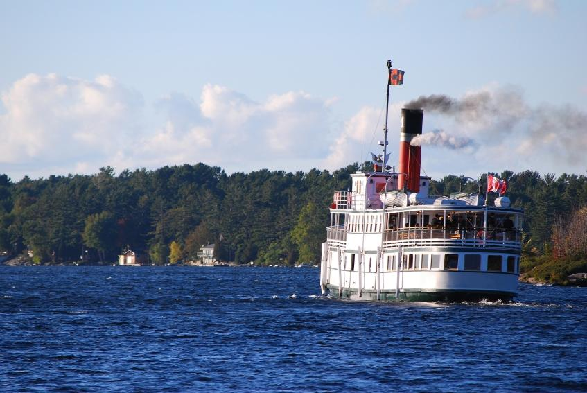 https://cf.ltkcdn.net/cruises/images/slide/122641-847x567-canad_cruise_--_lake_muskoka.JPG