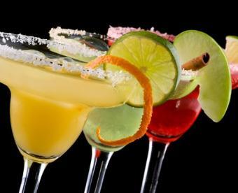 https://cf.ltkcdn.net/cruises/images/slide/122499-492x400-drinkprice4.jpg