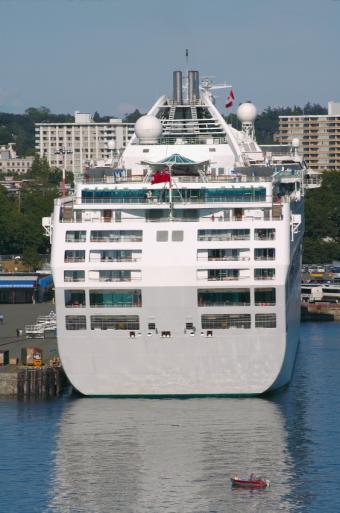 https://cf.ltkcdn.net/cruises/images/slide/122642-563x850-canada_cruise_--_ocean_liner_bc_spring.JPG