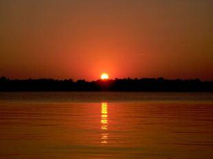View stunning sunsets on Lake Minnetonka cruises.