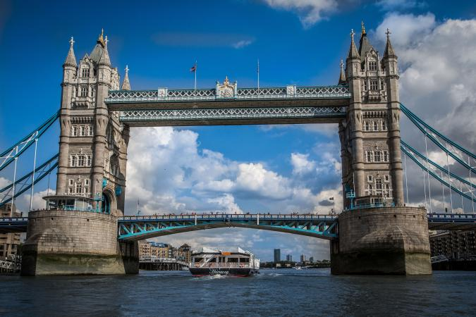 Take a lunch cruise on the River Thames for a special sightseeing experience