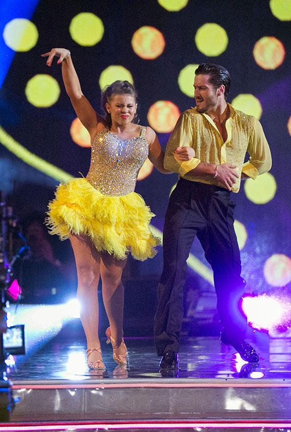 https://cf.ltkcdn.net/dance/images/slide/191499-572x850-Bindi-Irwin-and-Valentin-Chmerkovskiy.jpg