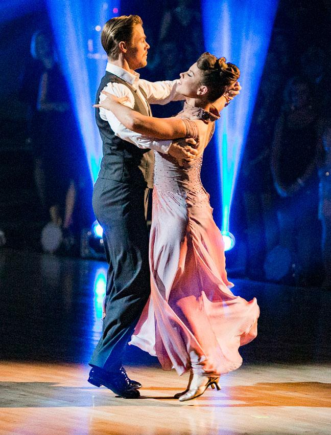 https://cf.ltkcdn.net/dance/images/slide/191500-648x850-Derek-Hough-and-Bindi-Irwin.jpg