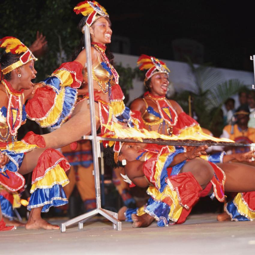 https://cf.ltkcdn.net/dance/images/slide/248636-850x850-2-pictures-limbo-dancing.jpg