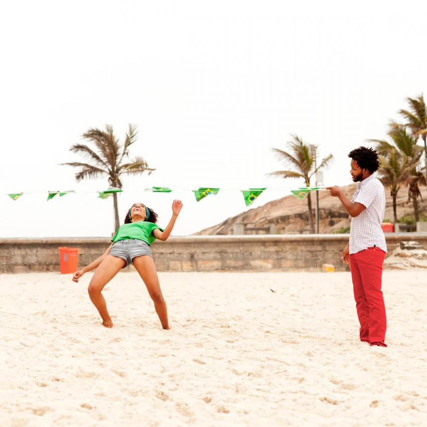 https://cf.ltkcdn.net/dance/images/slide/248638-850x850-8-pictures-limbo-dancing.jpg