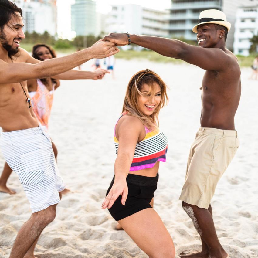 https://cf.ltkcdn.net/dance/images/slide/248639-850x850-9-pictures-limbo-dancing.jpg