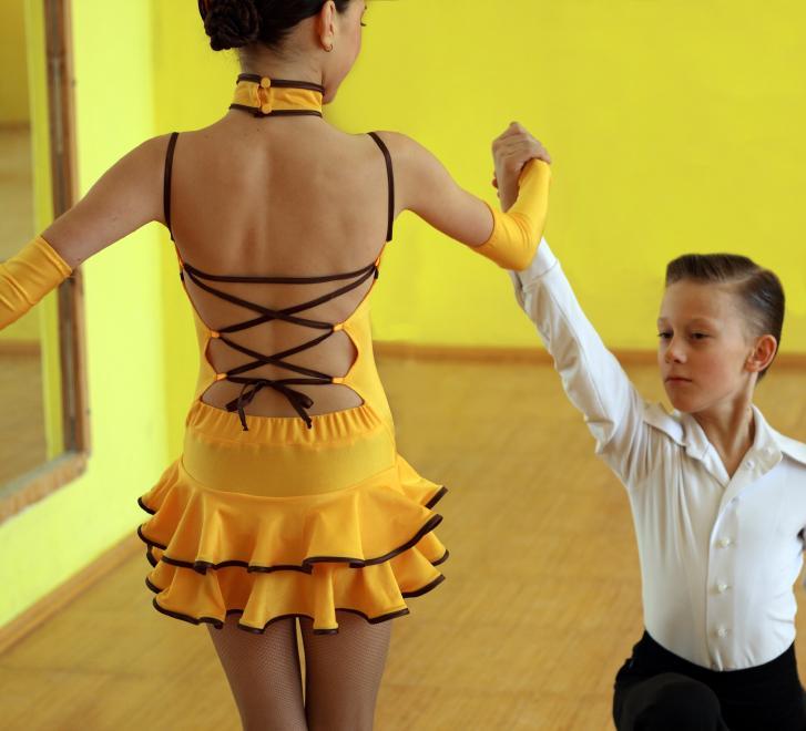 https://cf.ltkcdn.net/dance/images/slide/55255-727x660-YoungLatinDancers.jpg