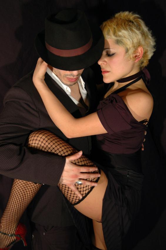 https://cf.ltkcdn.net/dance/images/slide/55256-565x850-TangoIntimacy.jpg