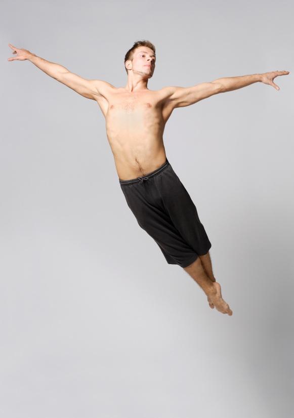 https://cf.ltkcdn.net/dance/images/slide/55282-581x826-malejump.jpg