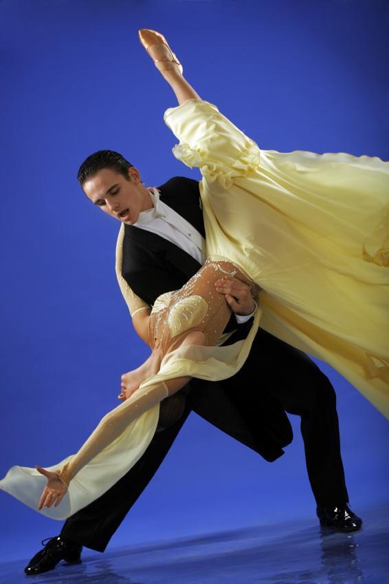 https://cf.ltkcdn.net/dance/images/slide/55286-566x848r1-ballroomlift.jpg