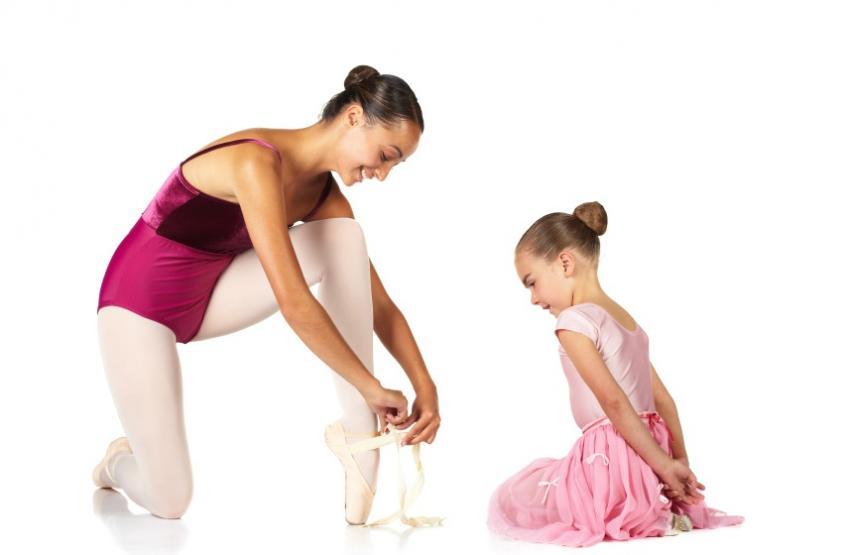 https://cf.ltkcdn.net/dance/images/slide/55343-850x555r2-balletpointeshoelesson.jpg